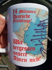 14 Millionen Deutsche Flüchtlinge 1945 - Wir vergessen unsere Ahnen nicht! - 4 Tassen