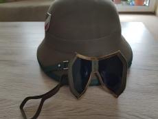 Afrika Korps Tropenhelm mit Sturmbrille und Helmabzeichen
