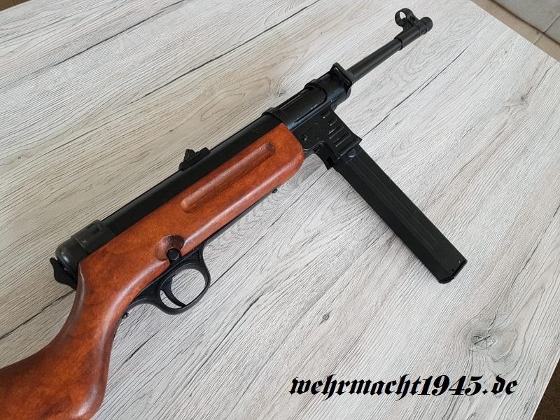 Schmeisser MP 41 mit Gurt - Dekomodellwaffe