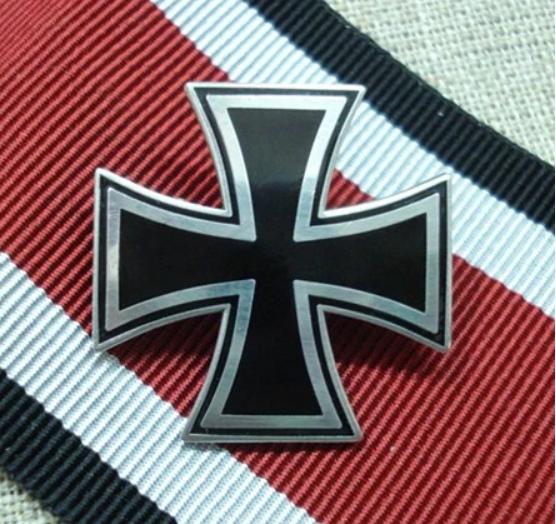 Eisernes Kreuz - Anstecker