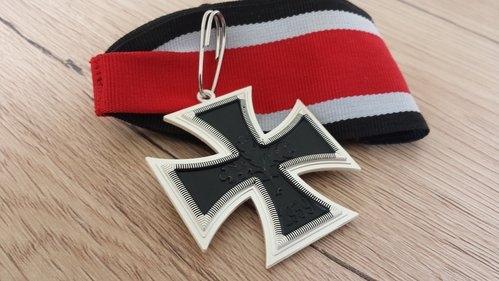 Ritterkreuz des Eisernen Kreuzes 1939 Tragweise am Band
