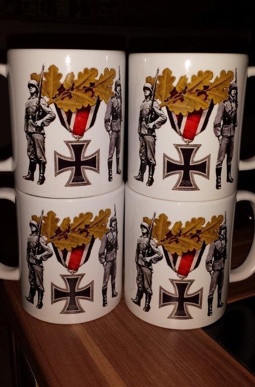Eisernes Kreuz Ehrenwache Wehrmacht - 4 Tassen(Rundumdruck)