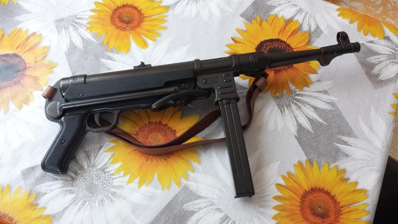 MP 40 mit Gurt Deko Modellwaffe