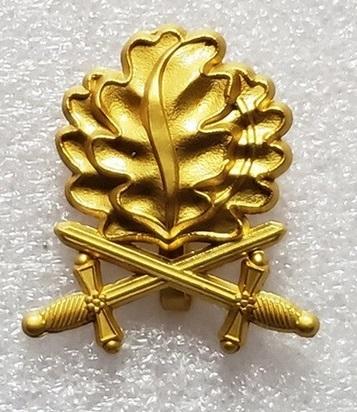 Eichenlaub mit Schwertern für das Ritterkreuz - Farbe Gold - Anhänger