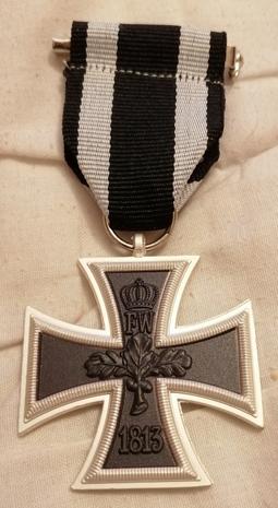 Eisernes Kreuz 2. Klasse 1870 Tragweise am schwarz/weißen Band