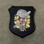Wehrmacht Stahlhelm, Schwert, Ritterkreuz - Aufnäher