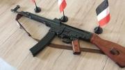 Sturmgewehr StG 44 aus Metall mit Gurt Deko Modellwaffe(Nur noch wenige da)