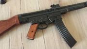 Sturmgewehr StG 44 aus Metall und Holzschaft Deko Modellwaffe
